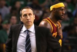 El ex entrenador de Maccabi Tel Aviv y de los Cleveland Cavaliers, David Blatt, dirige al rival del Real Madrid en busca de la Final Four.