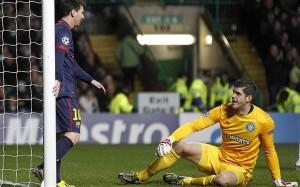 Lionel Messi no tuvo más que saludar al Forster tras su magnífica actuación en su duelo de Champions League