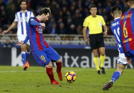 Messi acabó siendo el autor del único gol del Barça en Anoeta, salvando un punto gracias a un error del árbitro.