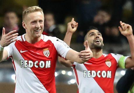 Radamel Falcao logró un nuevo doblete en la Ligue 1, marcando dos de los tres goles de su equipo en el derby ante el Niza.