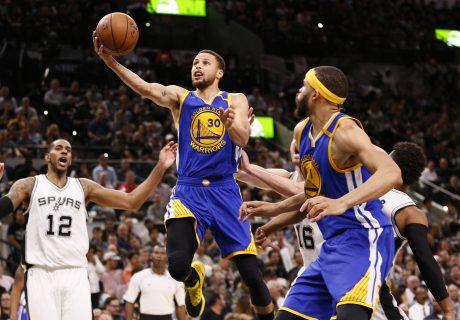 Los Golden State Warriors alcanzaron las 30 victorias como visitante, igualando un récord de los Chicago Bulls.