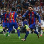Con su doblete en el Santiago Bernabéu, Lionel Messi puso al Barça como líder de la Liga Santander, aunque con un partido más que su rival.