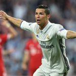 Cristiano Ronaldo alcanzó los 100 goles en competiciones europeas, marcando un hat-trick en la victoria del Real Madrid sobre el Bayern Munich por 4-2.