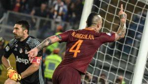 Radja Nainggolan marcó el tercer y definitivo tanto de la AS Roma en la victoria ante la Juventus de Turín por 3-1.