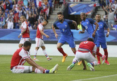 Olivier Giroud marcó un hat-trick en la goleada de Francia sobre Paraguay por 5-0.
