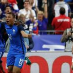 Dos de los mejores jugadores jóvenes de Europa, Dembélé y Mbappé gestaron el gol de la victoria de Francia ante Inglaterra por 3-2.