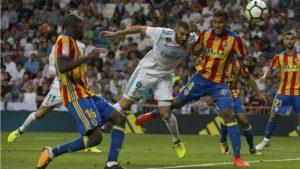 Karim Benzema tuvo un mal día de cara al gol, fallando hasta 8 ocasiones de gol ante la meta del valencianista Neto.