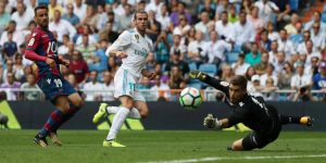 Gareth Bale reemplazó a Benzema como delantero centro del Real Madrid y tuvo las mejores ocasiones para marcar.