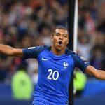 En un día tan especial, Mbappe logró su primer gol con la selección francesa absoluta en la goleada gala sobre Holanda (4-0).