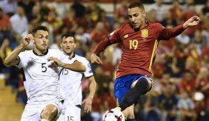 El delantero del Valencia, Rodrigo, abrió el marcador ante Albania en el que fue su debut como titular.