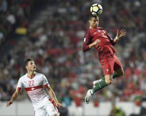 Pese a no estar al 100%, Cristiano Ronaldo jugó en la victoria lusa ante Suiza, aunque no marcó.