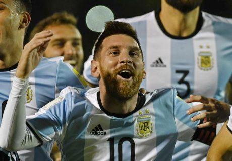 Lionel Messi marcó los tres goles de la victoria argentina en Ecuador que metía a la Albiceleste en el Mundial.