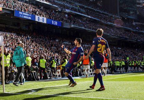 Luís Suárez abrió el marcador en el Estadio Santiago Bernabeú culminando una asistencia de Sergi Roberto.