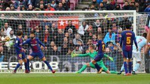 El uruguayo Maxi Gómez marco el tanto del empate del Celta de Vigo en el Nou Camp.