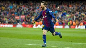 Lionel Messi decidió el partido ante el Atlético de Madrid con un nuevo gol de falt directa, el 5º de la temporada, y el 600 en su carrera profesional, dejando la Liga Santander casi resuelta con el cuadro culé.