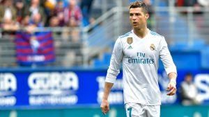 Con su doblete ante el Eibar, Cristiano Ronaldo supera a Messi como goleador en esta temporada.