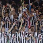 La Juve refuerza su récord: cuatro Coppa Italia consecutivas y 13 en total, distanciando a sus rivales. Leyenda.