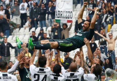 El gran protagonista de este final de temporada juventino ha sido el gran capitán, Gigi Buffon, que se marcha de Turín pero no del fútbol.