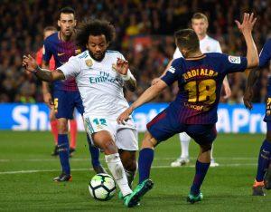 Esta entrada de Jordi Alba sobre Marcelo no fue sancionada con penalti en un partido con un arbitraje lamentable.
