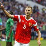 Denis Cheryshev marcó un doblete en la victoria rusa por 5-0 sobre Arabia Saudí en el partido inaugural.