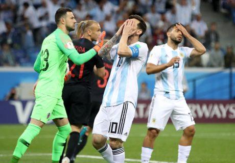 Lionel Messi pasó desapercibido en la derrota de Argentina ante Croacia que les deja al borde de la eliminación.
