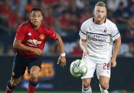 Alexis Sánchez fue uno de los destacados del partidos entre el Manchester United y el AC Milán.