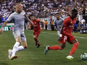 Vinicius Jr. volvió a dejar detalles de su clase, saliendo desde el banquillo en el partido que el Real Madrid se impuso a la AS Roma en Nueva York.
