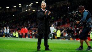 José Mourinho agradeció a parte de la afición del ManU su apoyo, al acabar aplaudiendo al equipo tras perder por 0-3 ante el Tottenham.