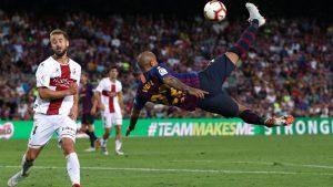 El chileno Arturo Vidal dió un espectacular pase de chilena a Luís Suárez que el charrúa no pudo convertir en gol.